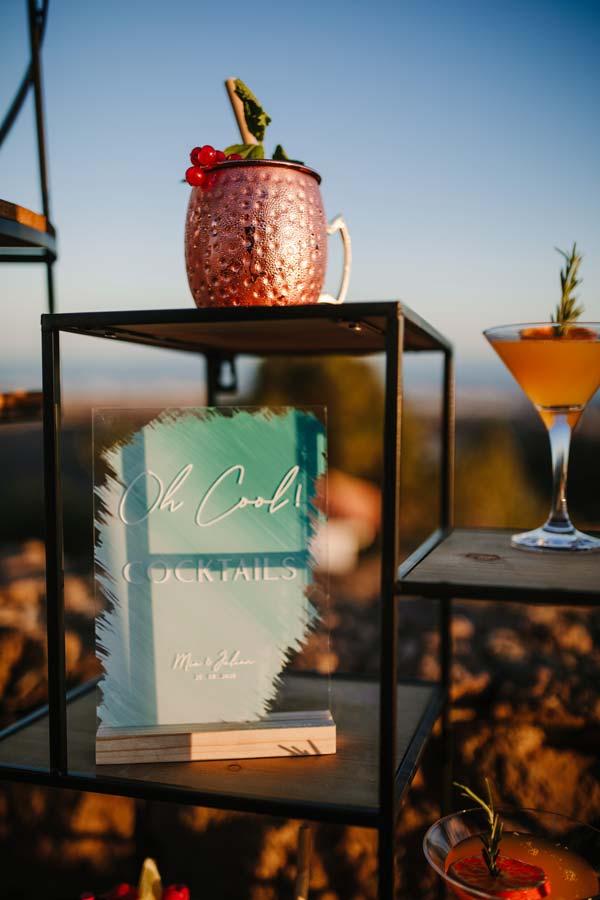 cartel de cocktails en metacrilato transparente