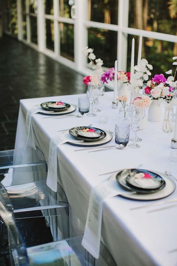 mesa de boda minimalista y elegante