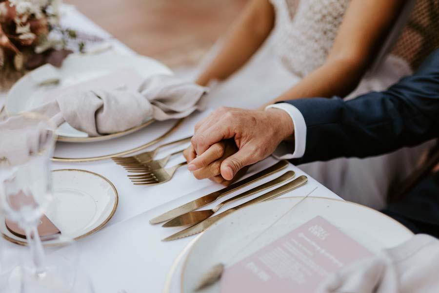 manos entrelazadas boda